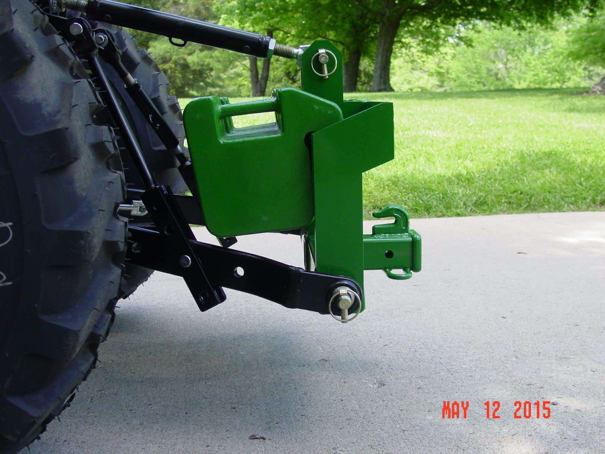 3 Point Tractor : Category receiver hitch and dual suitcase weight bracket